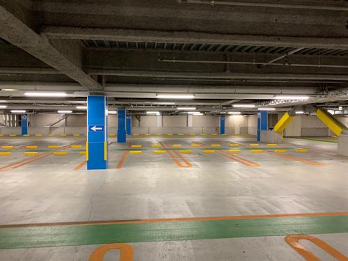オリナス 駐 車場
